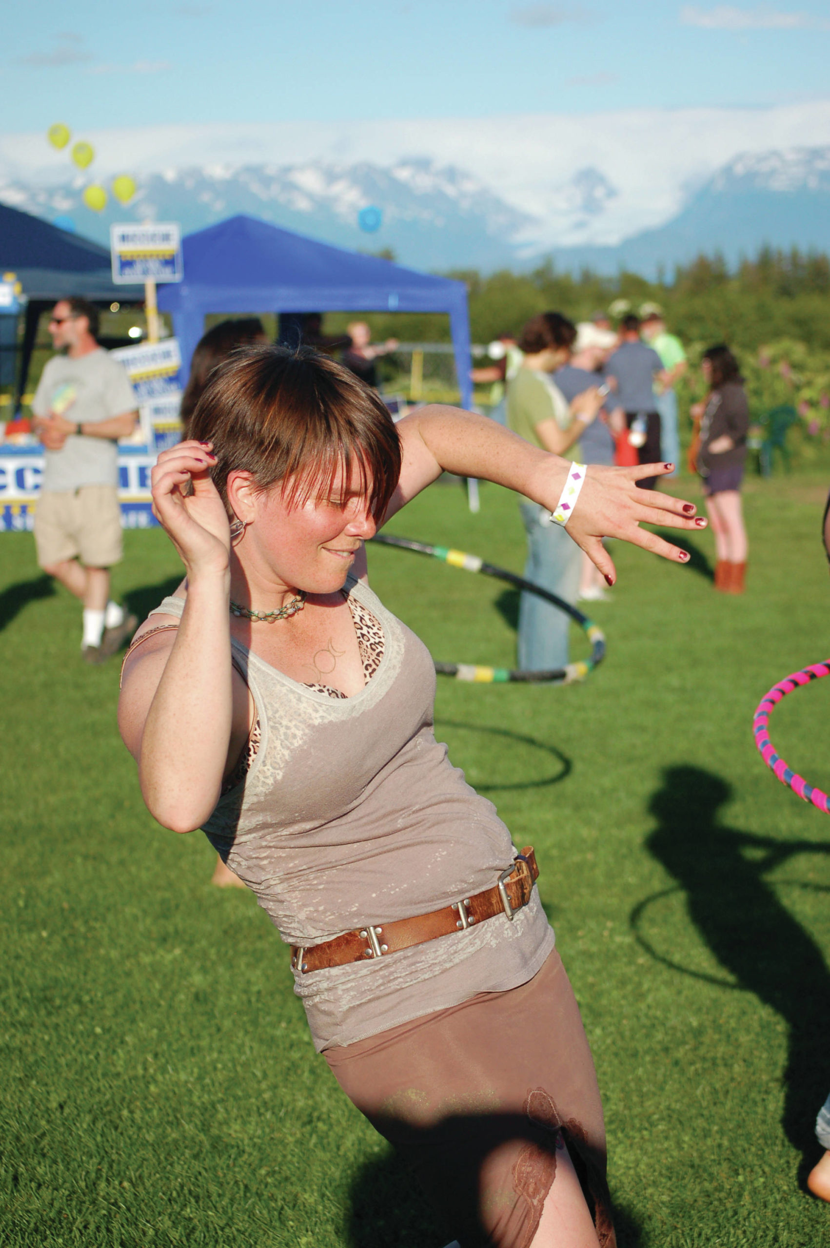 Kammi Matson hoops to music at the KBBI Concert on the Lawn n July 28, 2012, at Karen Hornaday Park in Homer, Alaska. (Photo by Michael Armstrong/Homer News)