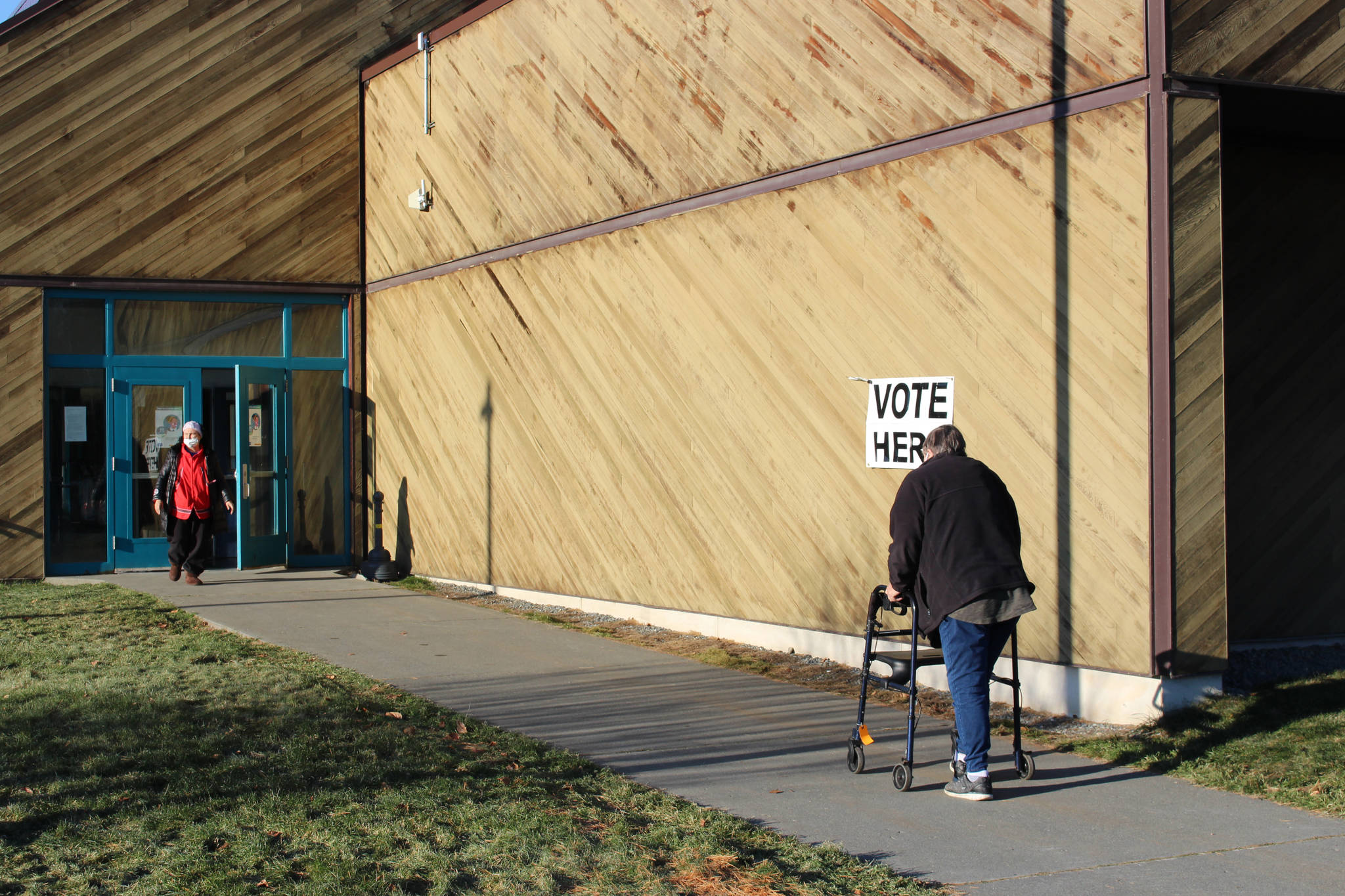 Kenai Peninsula voters head to the polls at the Soldotna Regional Sports Complex on Nov. 3, 2020. (Photo by Brian Mazurek/Peninsula Clarion)
